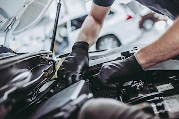 Liten service 23-punkts kontroll av bilen hos Økonomi Bilservice