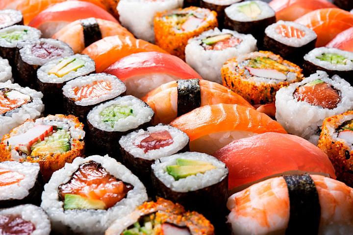 12-50 biter sushi fra Deilig Thai & Sushi i hjerte av Oslo