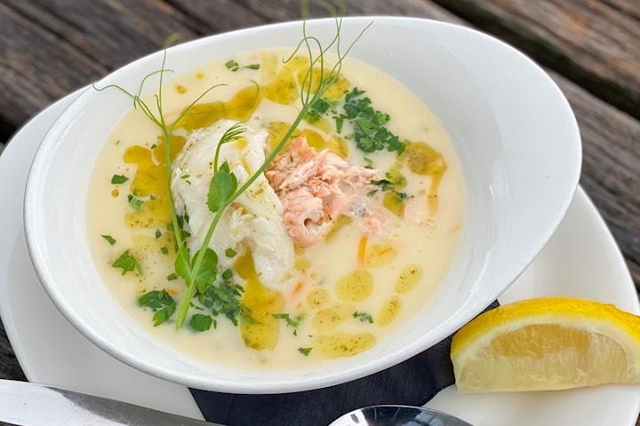 Ta lunsjen hos Fjellskål – Nyt en fiskesuppe eller skalldyrsuppe med ferske råvarer