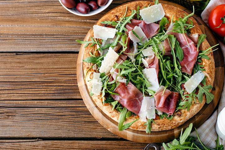 Valgfri italiensk pizza hos Café Europa