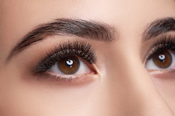 Färgning av ögonbryn