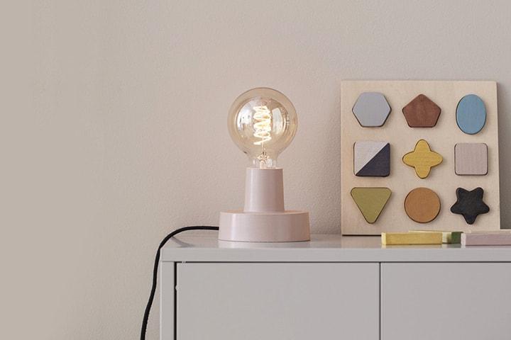 Kids Concept vägg- och bordslampa