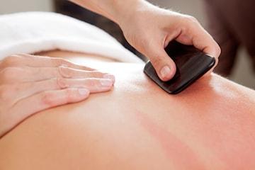 Grön moxibustionsterapi och guasha massage