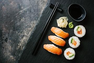 Sushi eller thaisallad inkl. dryck