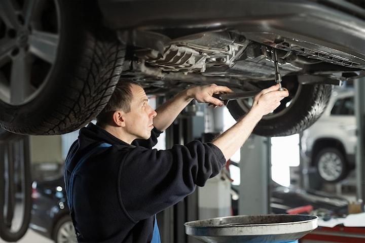 Gjør bilen klar for høsten med understellsbehandling og lakkforsegling hos Bilpleie Spesialisten Vest ANS