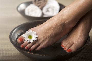 Få silkemyke føtter med en deilig spabehandling hos BeautyTherapy på Bislett
