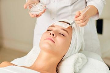 90 minutters dyprens ansiktsbehandling hos Nathalias Beauty Studio i Bergen