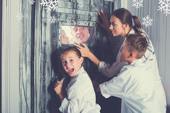 Gallery of Illusion Escape Room, Bend your mind - Solve the crime!