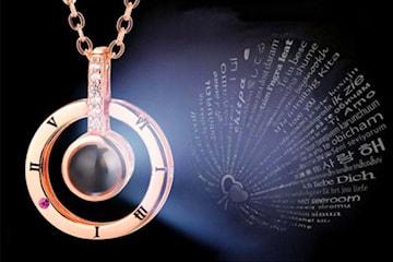 """Smycke med """"jag älskar dig""""-text"""