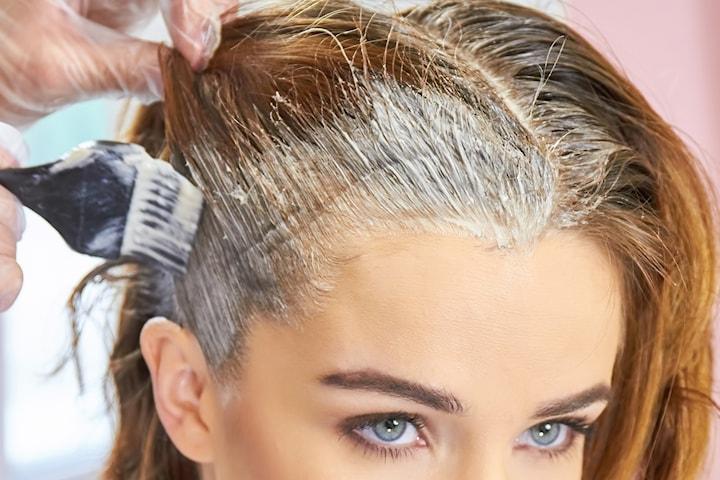 Färgning av utväxt eller gråa hårstrån