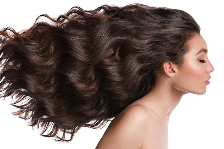 Hårförlängning med tejp och keratin-hår från Poze