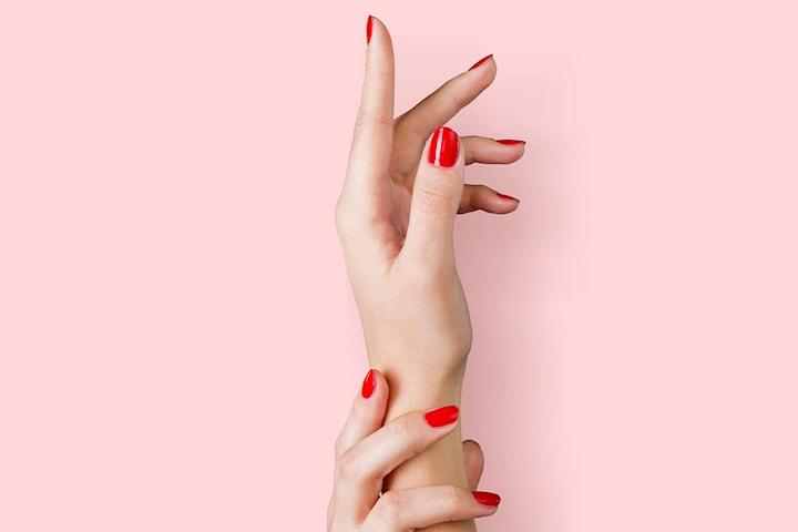 Få vackra naglar hos MK Beauty