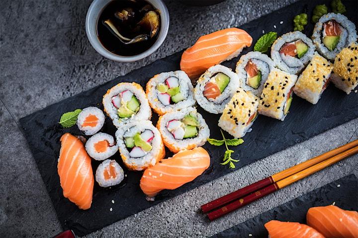 Sushi 14 eller 30 bitar på Asian Mix 08