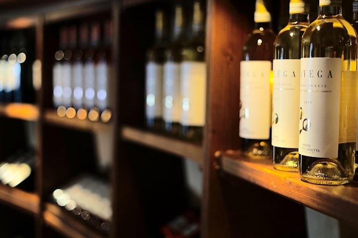 Vinprovarpaket för 2 på Österlen inkl. övernattning