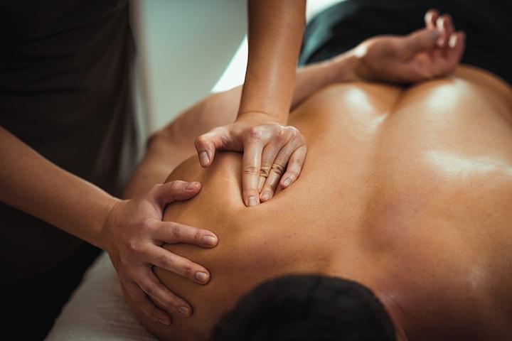 Velg mellom 60 min dypmassasje eller aromamassasje hos Komang Massasje