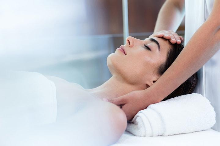 Massage och ansiktsbehandling