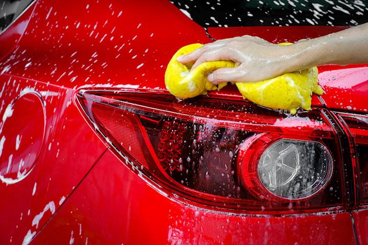 Få skinnende ren bil med ulike vasketjenester hos Sandvika Bilvask