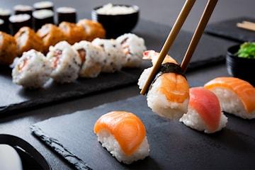 14 eller 30 bitar sushi på Yoyo Sushi