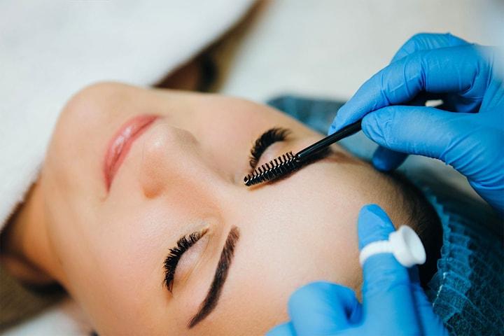 Form og farging av bryn hos Din Kosmetiske Klinikk