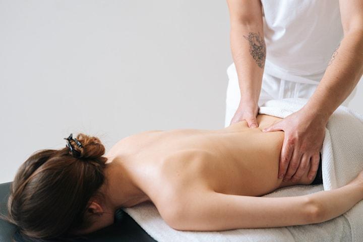 Få 60 minutter massasjeterapi hos Din Harmoni