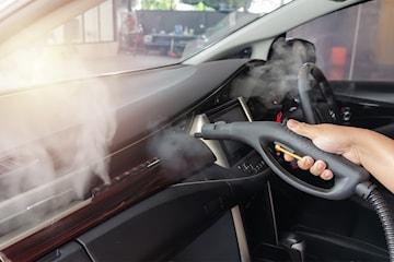 Desinfiserer hele bilen mot covid-19 med tåkespray hos Oppsal Bilservice og Oslo Bilelektriske AS