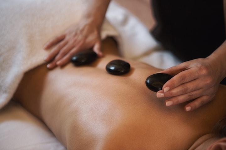 Hot stone massage 60 minuter