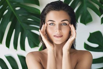 Ansiktsbehandling inkludert rens, peeling, maske, ansikt/hodemassasje og farging av vipper/bryn