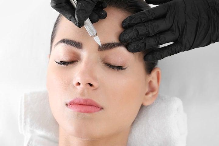 Kosmetisk tatuering med microblading
