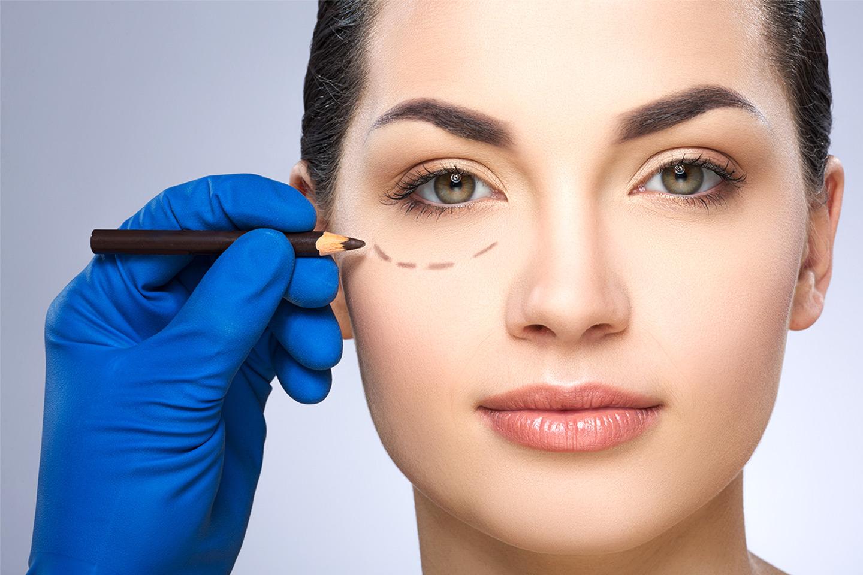 Ögonplastik för påsar under ögonen hos La Clinique (1 av 2)