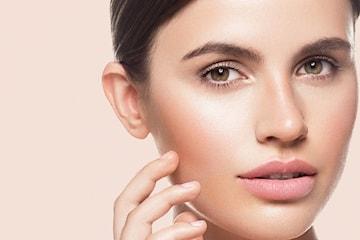Anti-age hudpleie med microneedling og LED lysterapi maske
