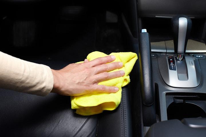 Invändig biltvätt och luktsanering
