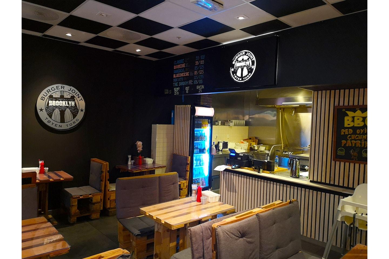 Valgfri  juicy superburger (140g) med fries hos Brooklyn Burger Joint