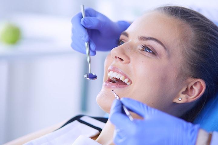 Komplett tannlegeundersøkelse med airflow  - ÅPENT alle dager - 25 % på videre behandling