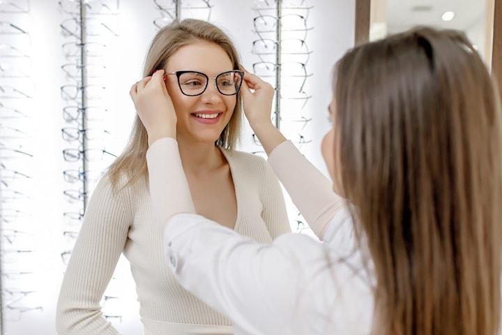 Ta en komplett synsundersøkelse og få 50% på innfatning