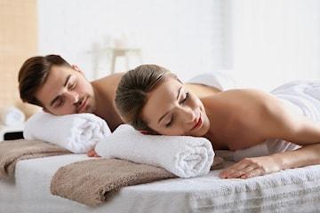 Overrask din partner eller en venn med en deilig parmassasje hos Pari's Beauty Clinic