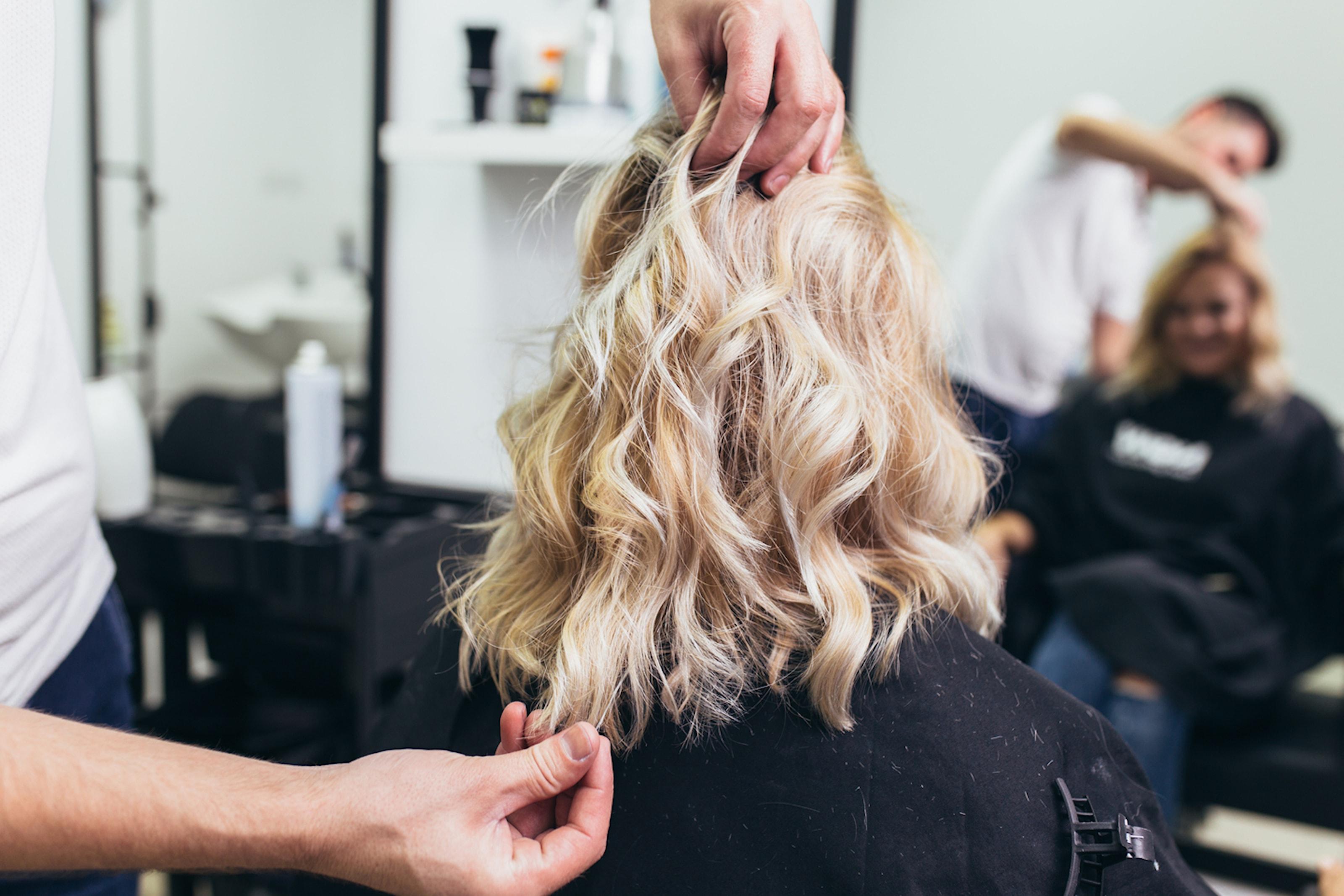 Bli fin i håret hos Salong Studio Aveny