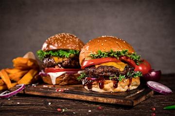 Valfri hamburgare inkl. pommes på KarKar Burger