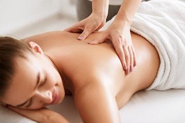Velg mellom rygg- og nakke massasje eller aromamassasje