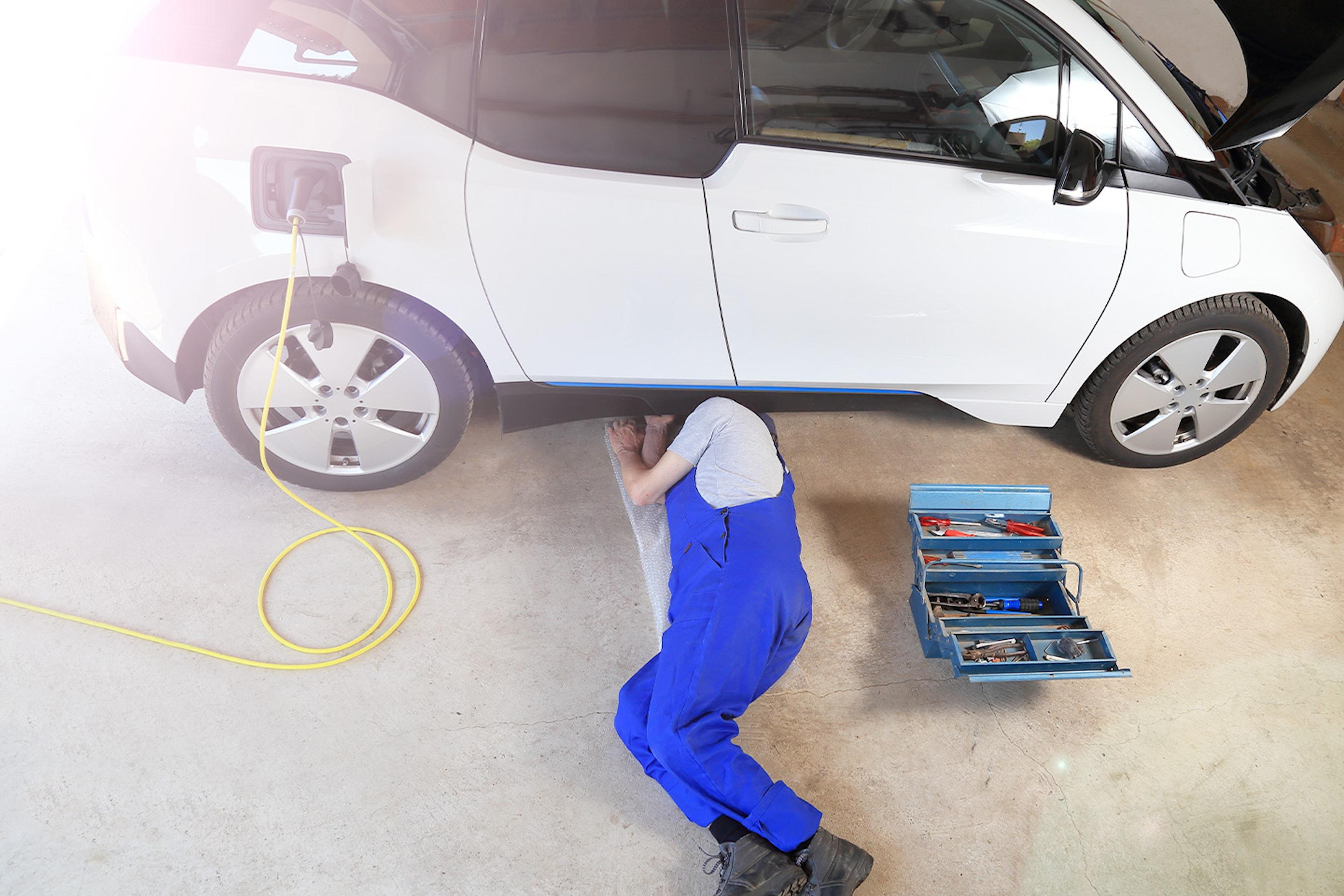 Liten service for El-bil hos IR Auto