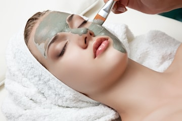 Få lyster i hyn med en lyxig ansiktsbehandling hos Beauty Corner vid Berzeli