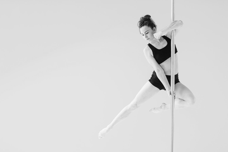 Bli sterkere med én måneds pole dance kurs hos Trondheim Pole Studio (1 av 8)