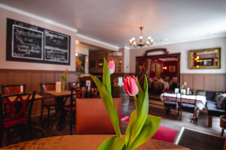 Valgfri lunsj + bobler hos Café Mistral på Majorstuen