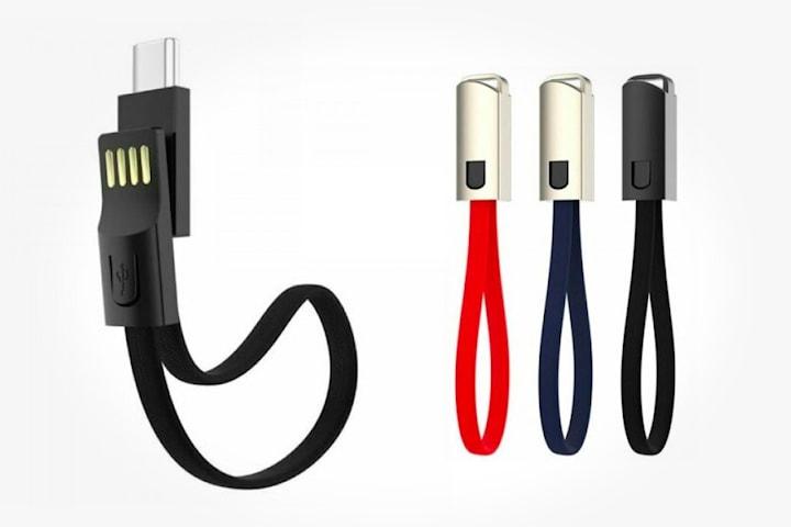 Nyckelring och mobilladdare i ett