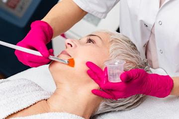 Behandling med  AHA-Syra och Glycolic Mask