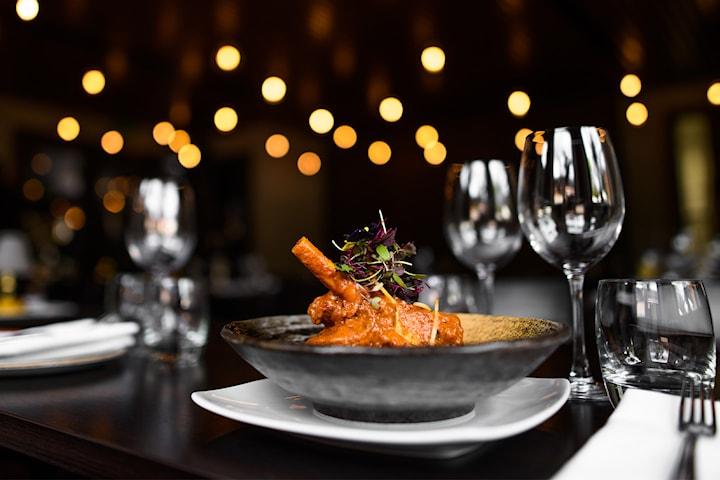 Nyt en valgfri autentisk indisk tre-retters hos Ceylon Fusion Cuisine