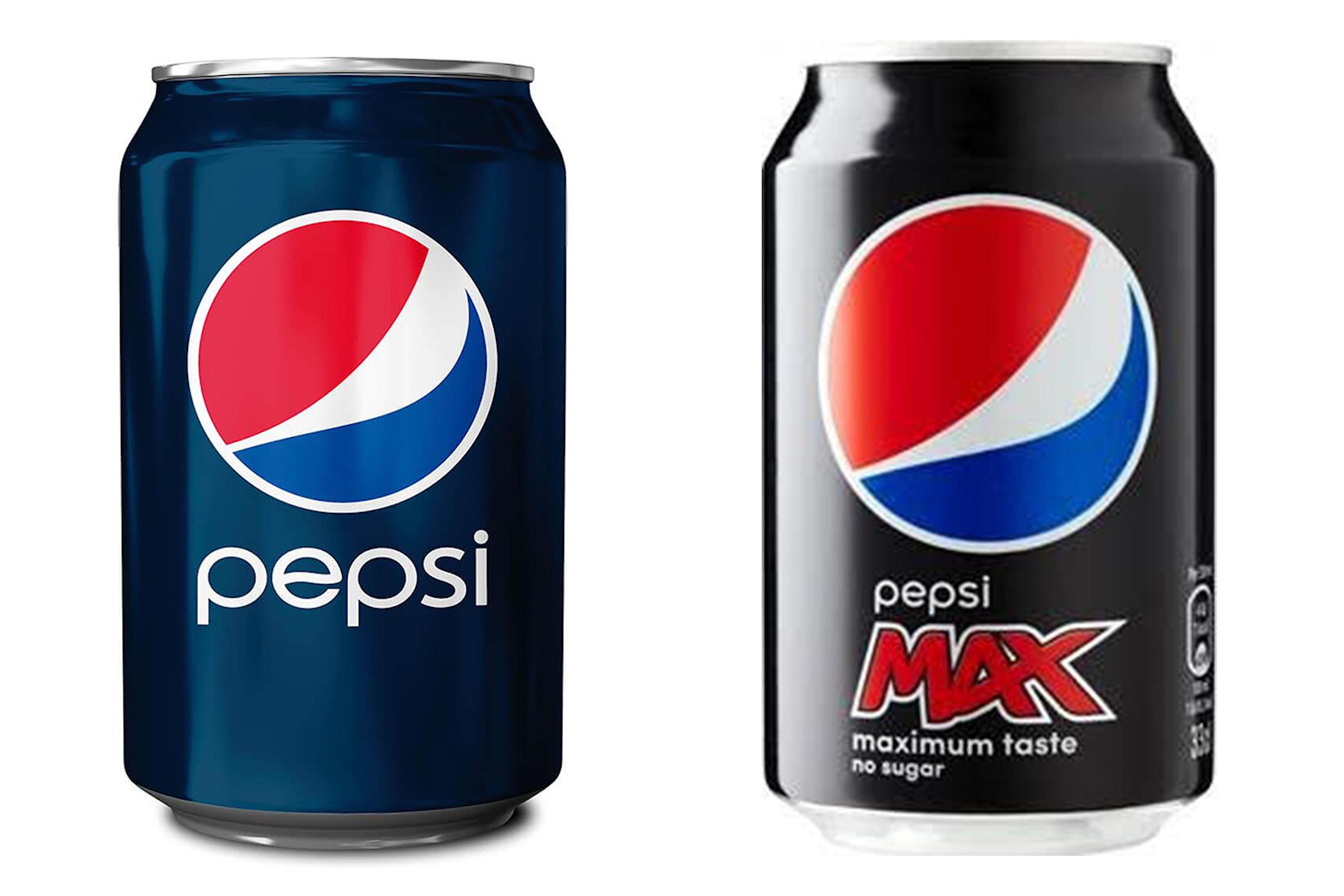 Tre brett med Pepsi- eller Pepsi Max-bokser