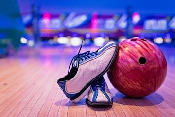 To runder bowling og pizza for opp til 10 personer