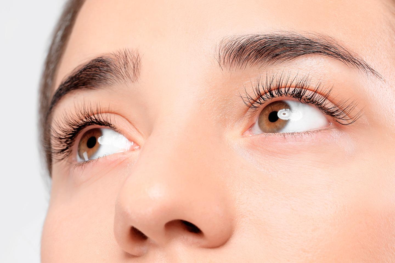 Form og farger av vipper og øyenbryn (1 av 1)