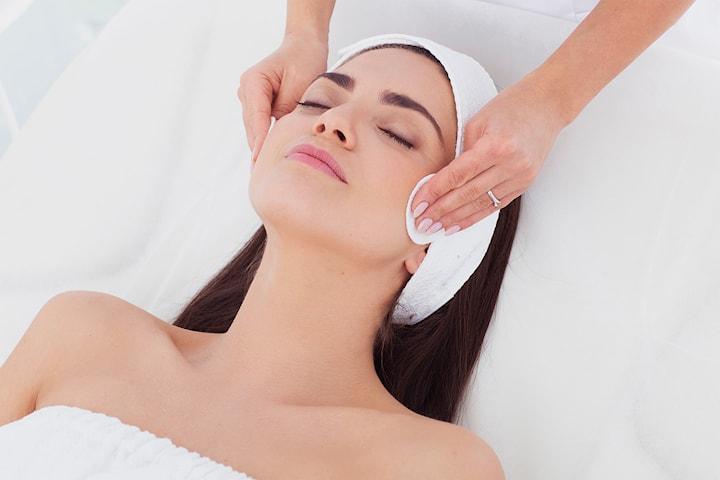 Luksuriøs ansiktsbehandling med 20 minutters massasje hos Le Dermal