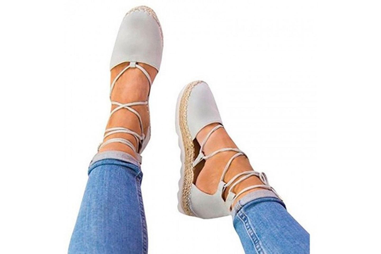 Sandaler med stilig snøring